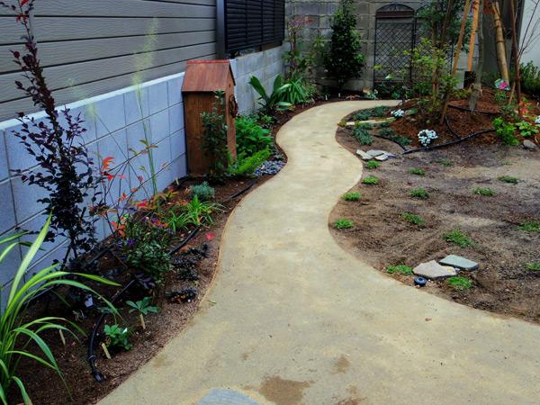 三世代の憩いのお庭。竣工から一年です。_a0139105_2125917.jpg
