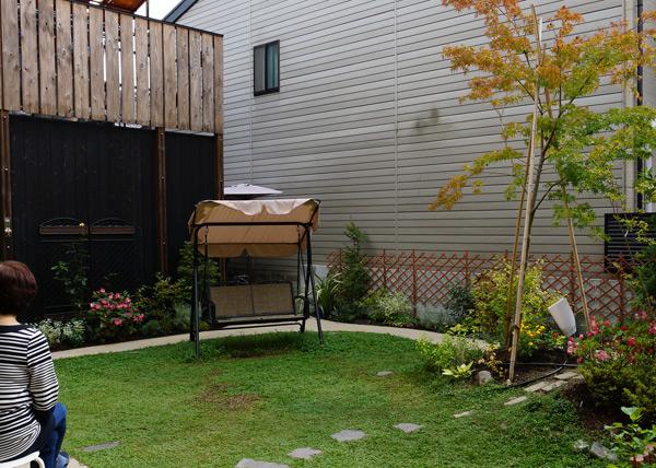 三世代の憩いのお庭。竣工から一年です。_a0139105_2213291.jpg