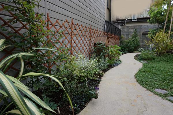 三世代の憩いのお庭。竣工から一年です。_a0139105_281361.jpg