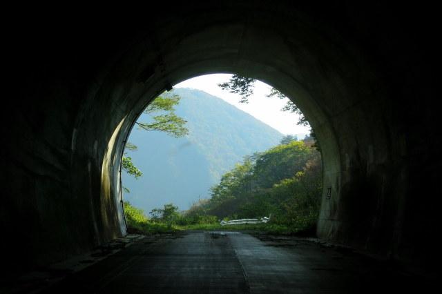 湯沢市・三本槍山トンネル~サプライズ_a0214206_12475219.jpg