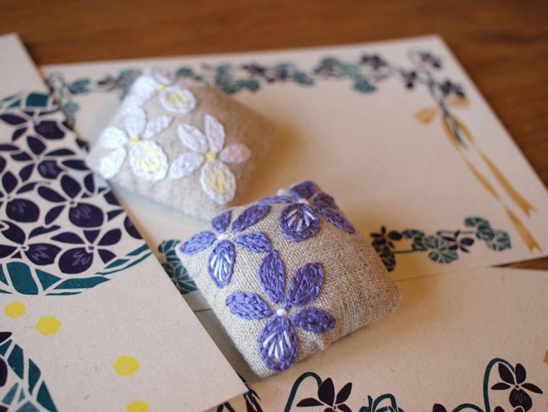 Maduさんの菫ブローチとポストカード_d0051613_23285336.jpg
