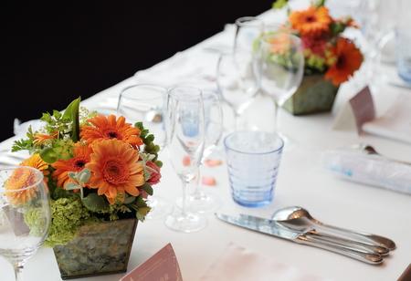春の装花 ブラッスリーポールボキューズ様へ オレンジのガーベラとかすみそう_a0042928_153241.jpg