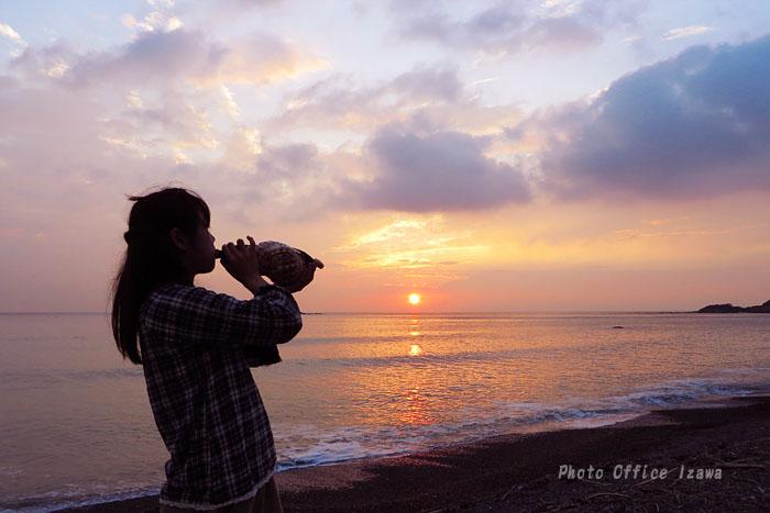 夕陽に向かって吹け!・・・法螺貝_c0181958_1394097.jpg