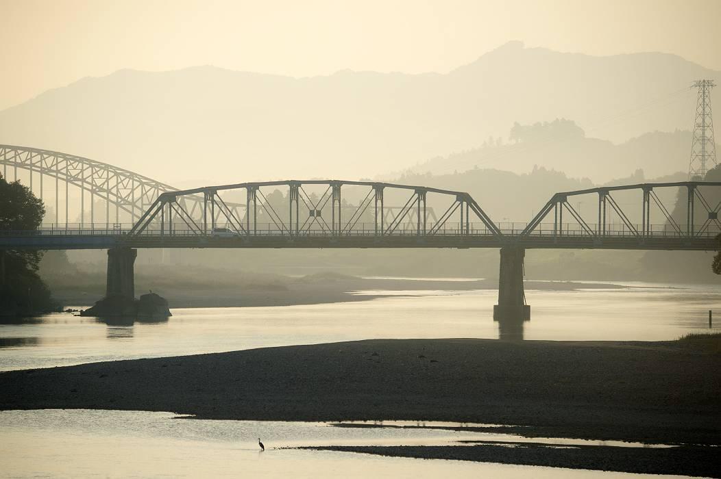丸森大橋の夜明け_e0271864_21214317.jpg
