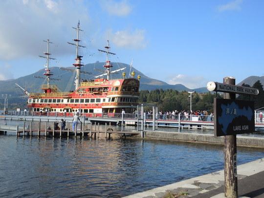 芦ノ湖の海賊船ロワイアル_e0232277_11375527.jpg