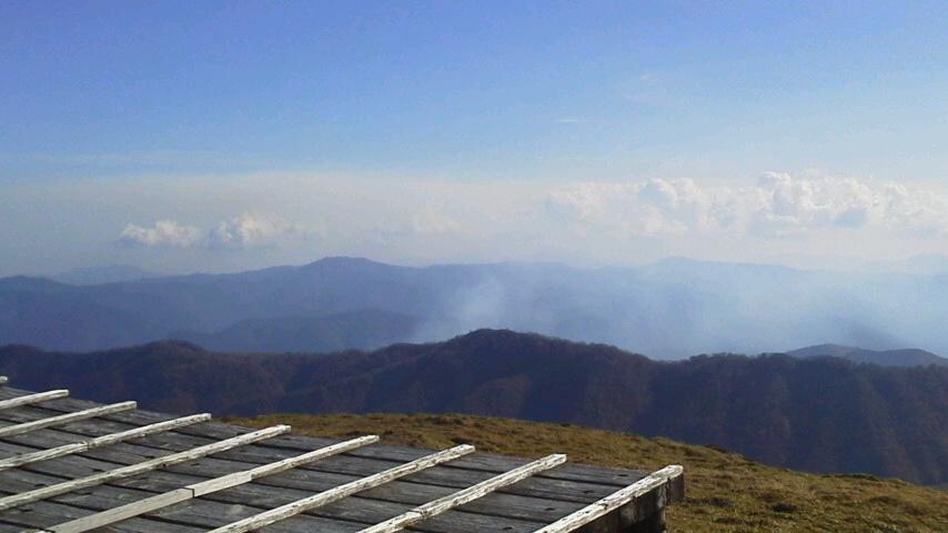 10月20日、前日から 木頭の山火事の煙が見えていました。乾燥しているので心配です。_c0089831_17432874.jpg