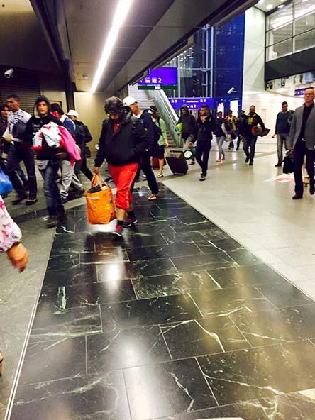 ウィーンにいらした難民の方々_c0352544_13283925.jpg