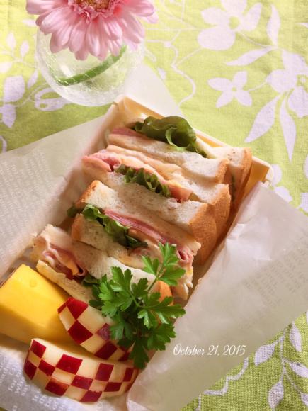 サンドイッチでお弁当_f0296683_09131214.jpg