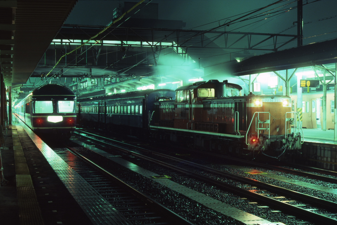 雨の夜に夜行列車が発車を待つ - 1983年・山陰本線 -  _b0190710_23315767.jpg