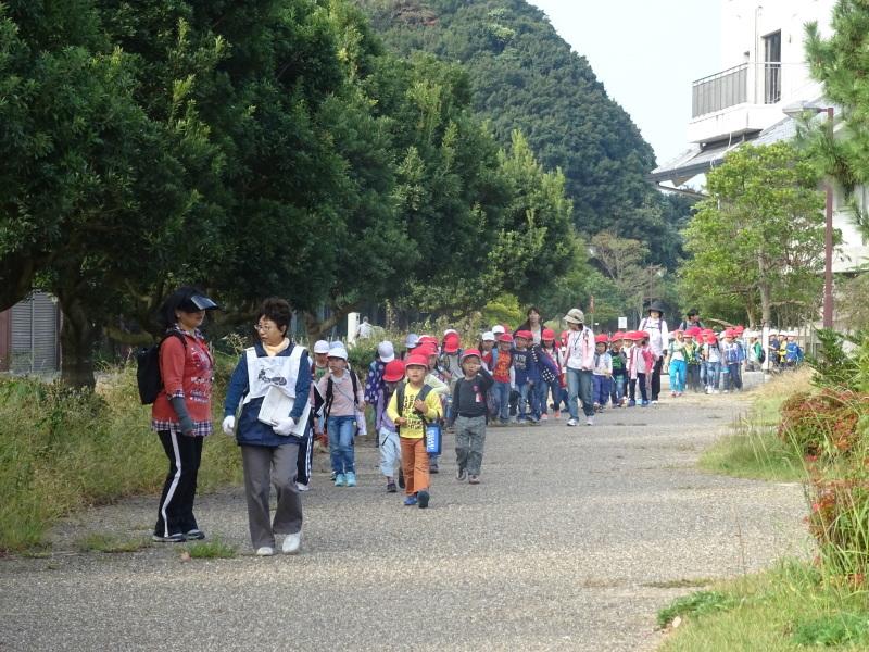淡輪小学校1年生遠足サポート「里山体験」  in うみべの森_c0108460_21443386.jpg