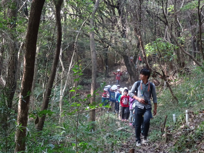 淡輪小学校1年生遠足サポート「里山体験」  in うみべの森_c0108460_22082170.jpg