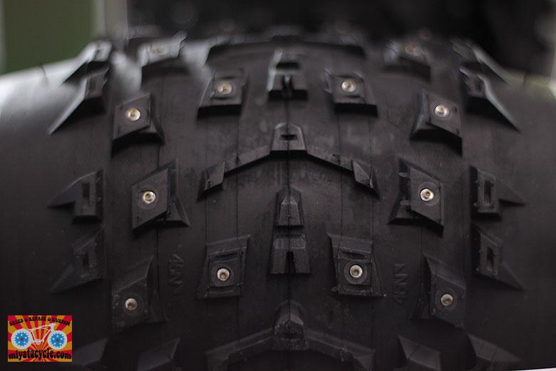 ファットバイク スパイクタイヤ_e0126901_1272744.jpg
