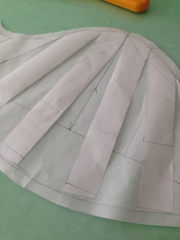 ウェディングドレスとパターンの山_e0060341_09463124.jpg