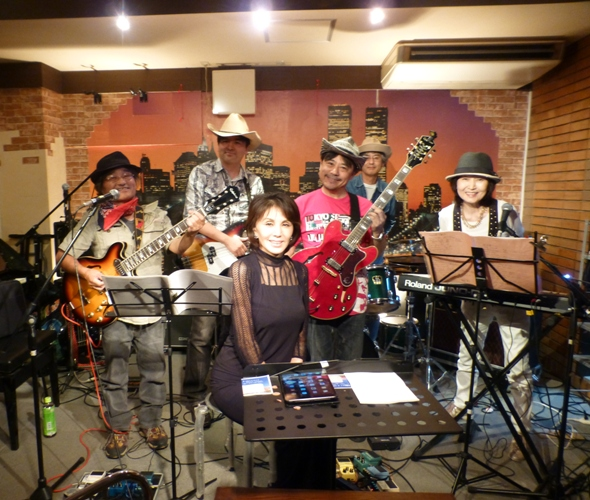 2015年9月21日、MayumiさんZOEでの、最後のカラフルライブでした。_e0188087_18423479.jpg