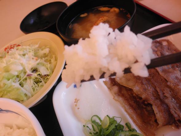 松屋の牛焼肉定食    布施南店_c0118393_1072152.jpg