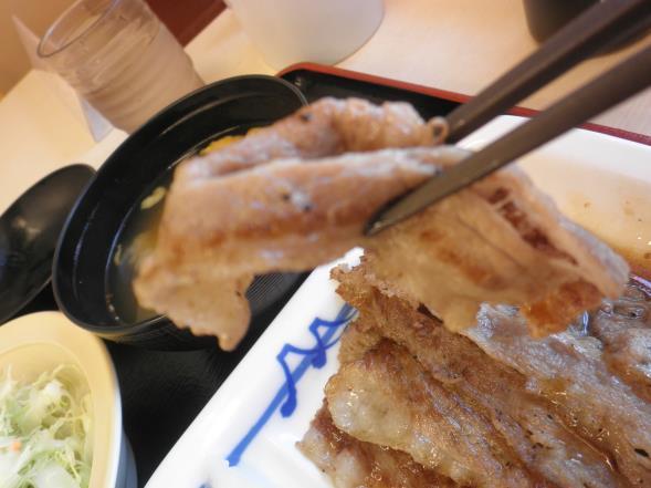 松屋の牛焼肉定食    布施南店_c0118393_9421479.jpg