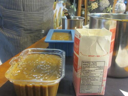 生徒の一人が廃油で石鹸を作る方法を教えてくれました。_a0173527_11124028.jpg