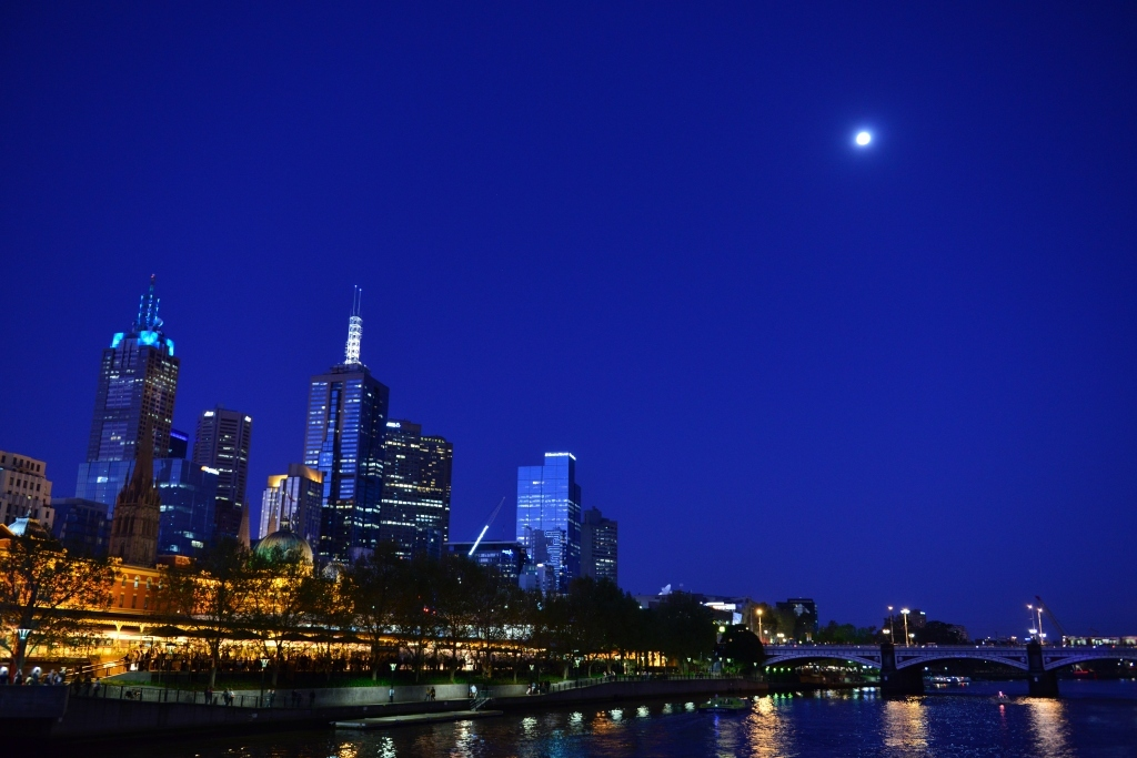 Moon on the Melbourne1_f0050534_17381423.jpg