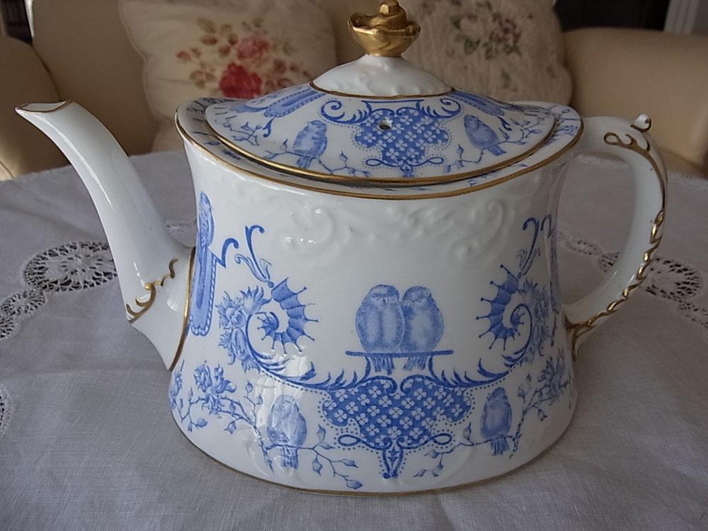 ロイヤル・クラウンダービー Tea pot_d0127182_14553149.jpg