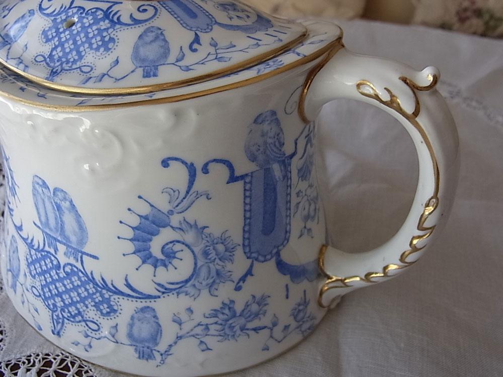 ロイヤル・クラウンダービー Tea pot_d0127182_1510183.jpg
