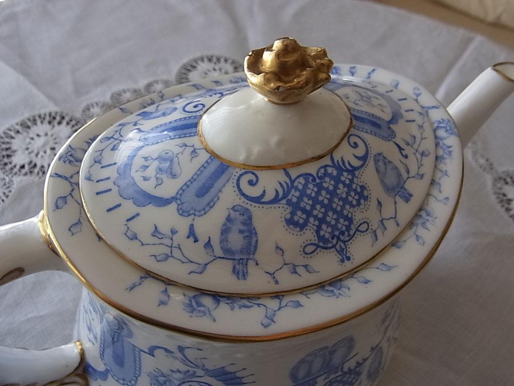 ロイヤル・クラウンダービー Tea pot_d0127182_1510326.jpg