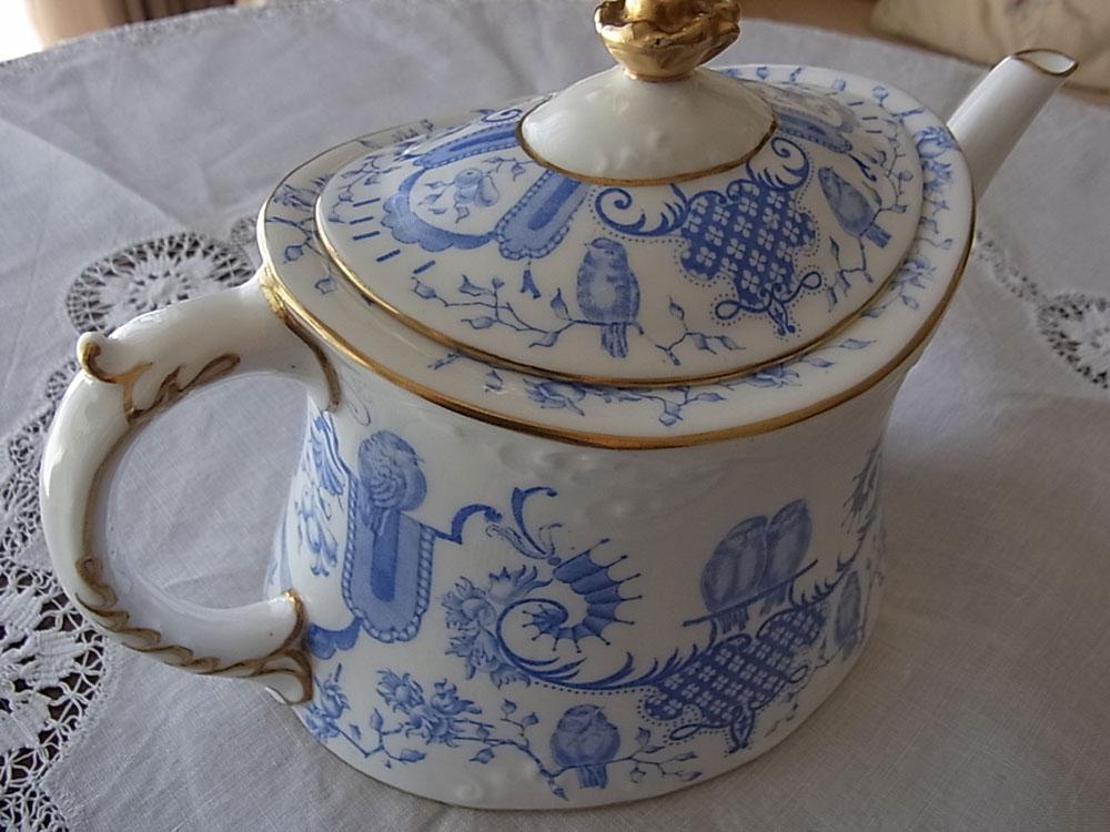ロイヤル・クラウンダービー Tea pot_d0127182_1594771.jpg
