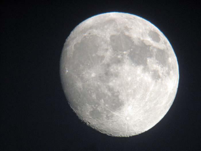 九月十三夜の月_e0016894_18154452.jpg