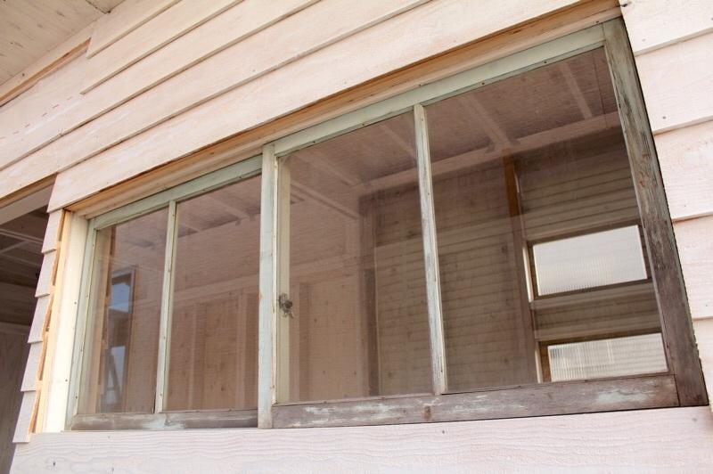 3度塗りと学校の窓_b0132338_16471238.jpg