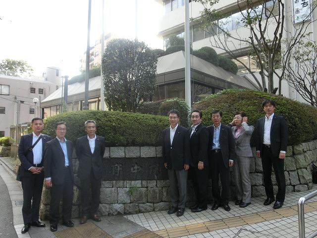 府中市(東京都)の全国初の取組み 道路や並木の点検、補修、清掃、剪定等を「包括管理委託」_f0141310_750246.jpg