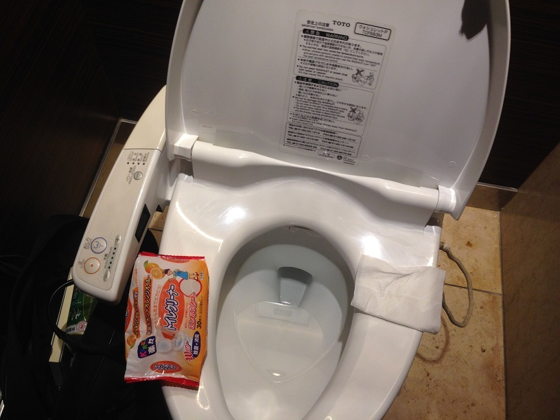家と会社のおトイレだけで無く・・・_e0108337_15493059.jpg