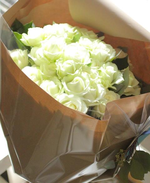 45本の白バラを♡_d0203649_17465561.jpg
