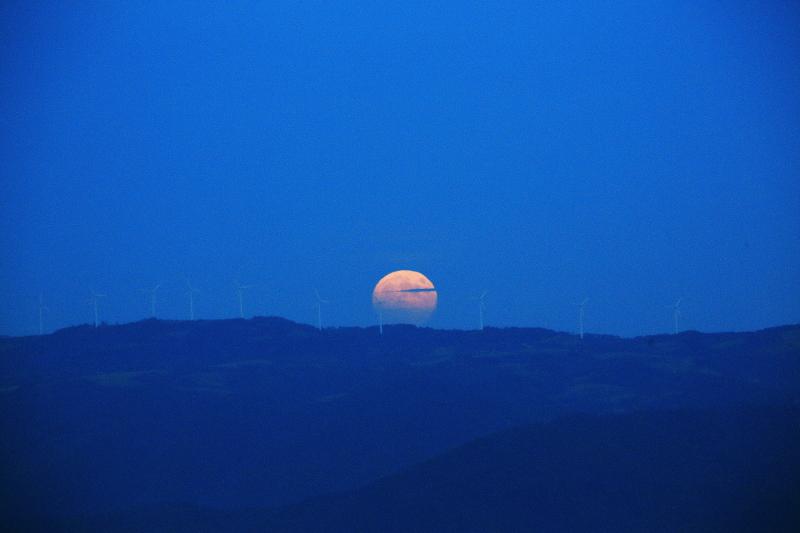 満月の昇る日(2015.10.27)_f0075075_18451357.jpg