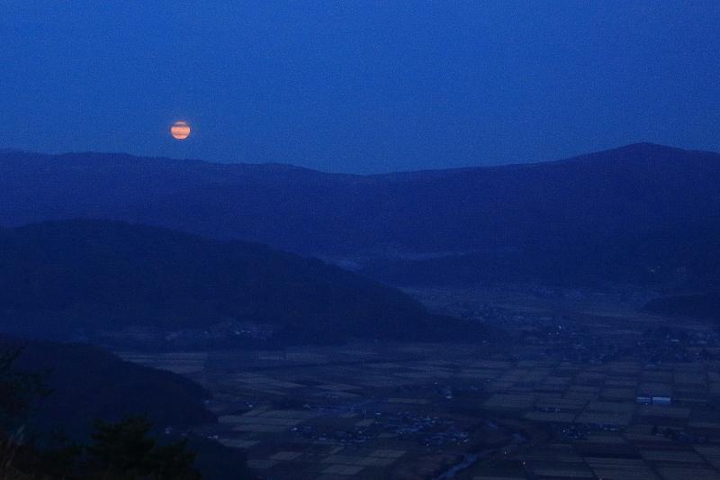 満月の昇る日(2015.10.27)_f0075075_18493355.jpg