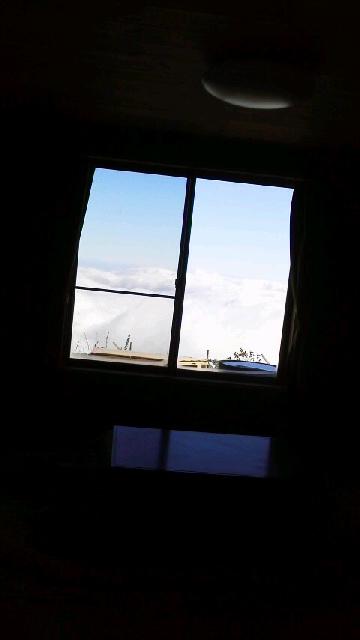 10月28日、朝の気温2℃。今朝は二代目綱男はNHKラジオでお喋りしました。    天気予報通り、夕方からの雨がやんで みごとな雲海になりました。_c0089831_12263324.jpg