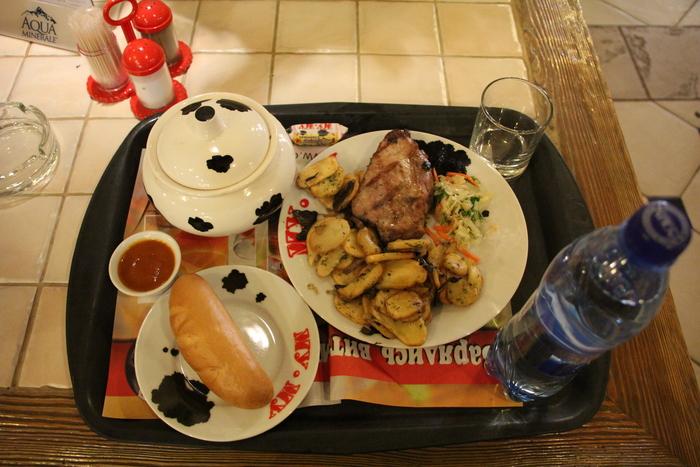 モスクワのセルフレストラン_a0109837_17135498.jpg