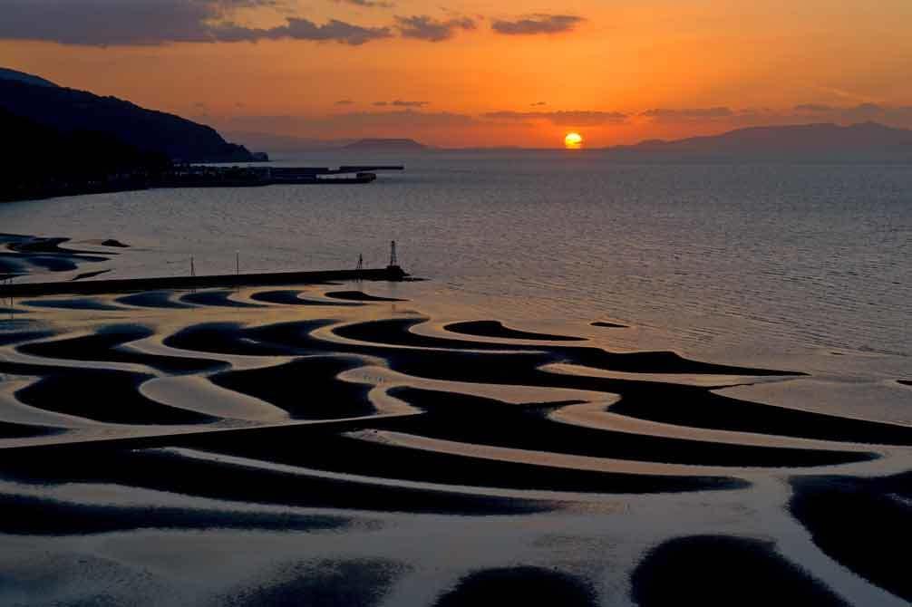 御輿来海岸にだるま夕陽_d0238245_23414848.jpg