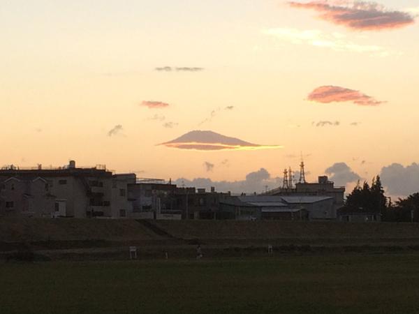 雲とお月様!_c0110361_14525836.jpg