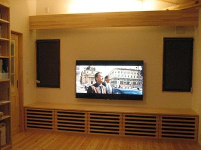 灯りを落として4Kテレビで映画を観よう☆_c0113001_1746548.jpg
