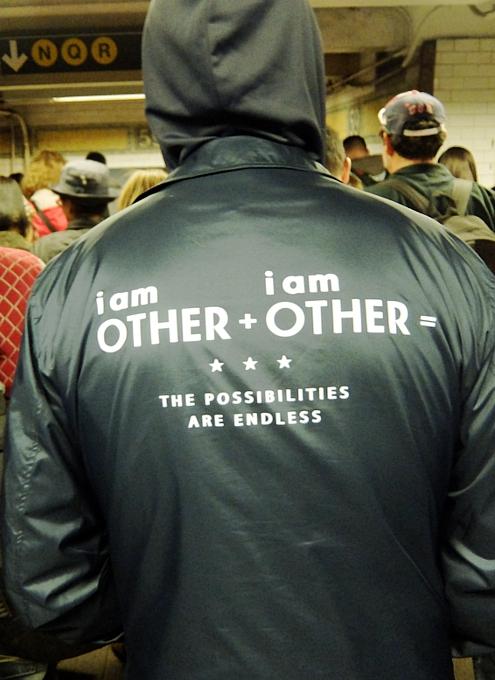NYの地下鉄で見かけた数式、「他人 + 他人 = 可能性は無限」_b0007805_19334582.jpg