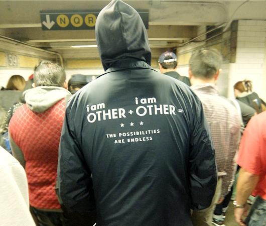 NYの地下鉄で見かけた数式、「他人 + 他人 = 可能性は無限」_b0007805_19363782.jpg