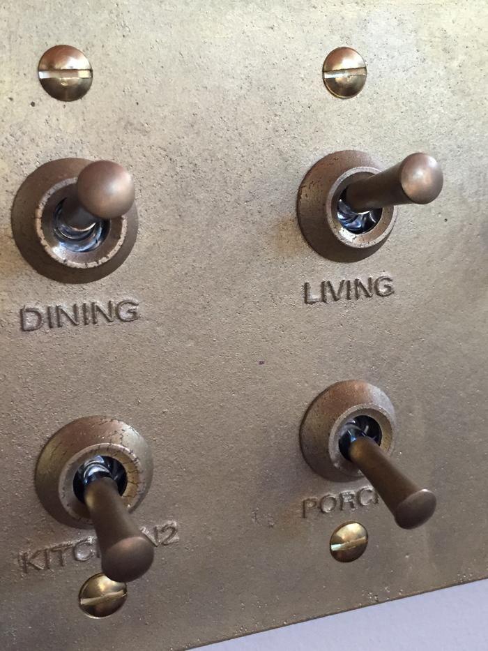 真鍮鋳物のスイッチプレート_e0189939_2053093.jpg