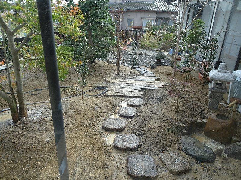 ■造園工事進行中■_e0188083_22184245.jpg