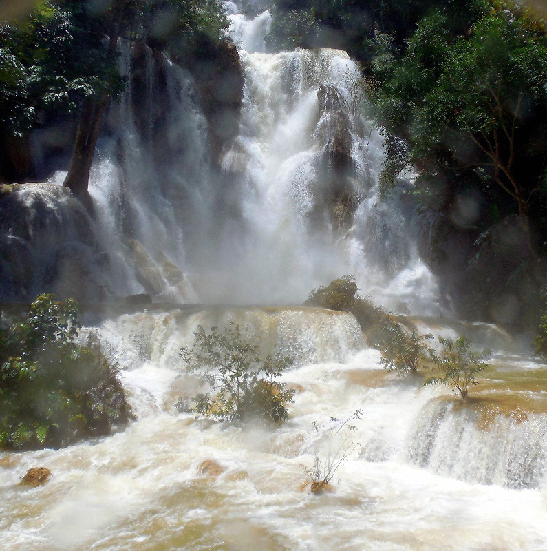 ルアンパバーン郊外のクアンシー滝_d0116009_9112932.jpg