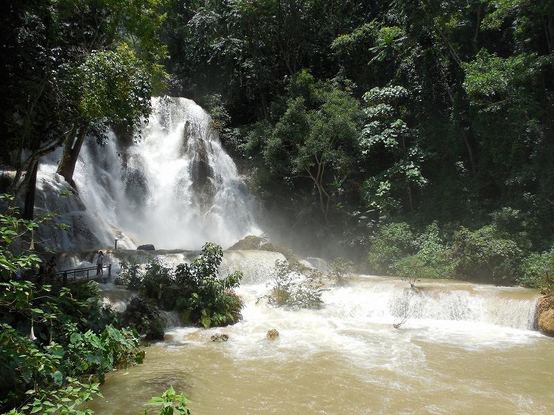 ルアンパバーン郊外のクアンシー滝_d0116009_983175.jpg
