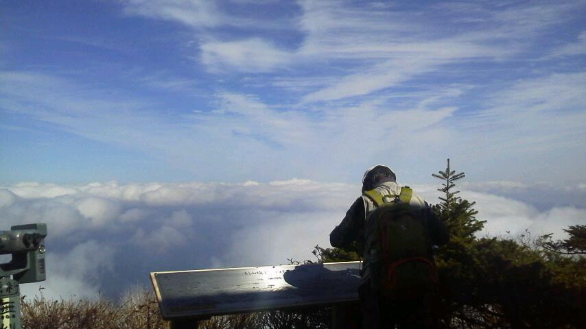 10月31日、朝の気温0℃。朝からながーい間 雲海が見えていました。_c0089831_22195513.jpg