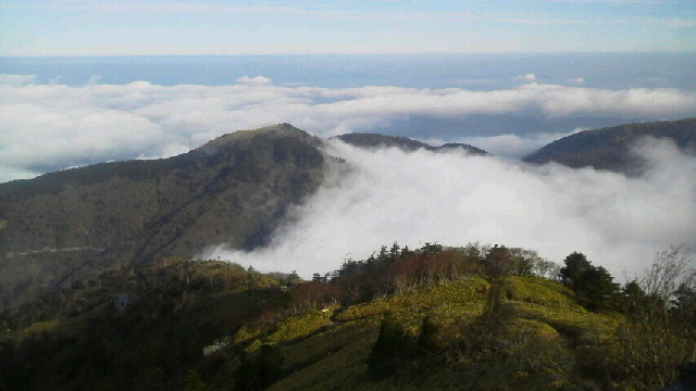 10月31日、朝の気温0℃。朝からながーい間 雲海が見えていました。_c0089831_22195520.jpg