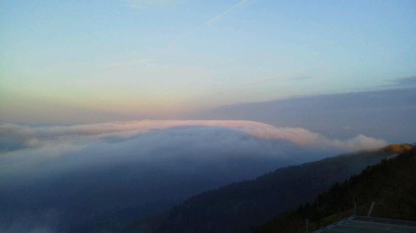 10月31日、朝の気温0℃。朝からながーい間 雲海が見えていました。_c0089831_22195535.jpg