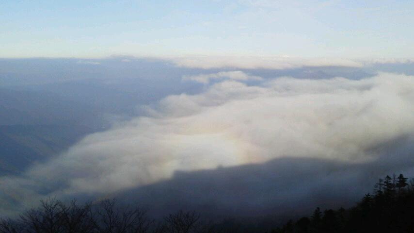 10月31日、朝の気温0℃。朝からながーい間 雲海が見えていました。_c0089831_22195538.jpg