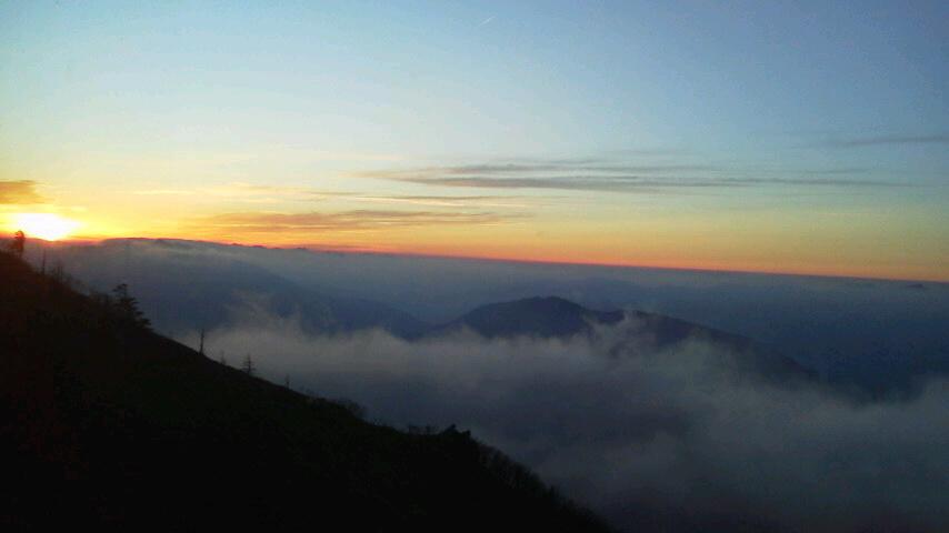 10月31日、朝の気温0℃。朝からながーい間 雲海が見えていました。_c0089831_22195571.jpg