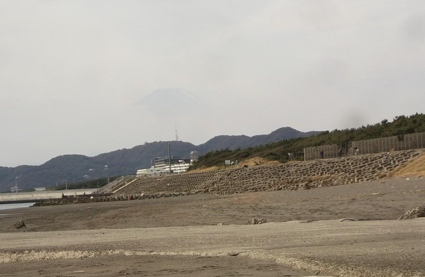 海岸に難破船が漂流?..茅ヶ崎の座礁船_b0137932_13503273.jpg